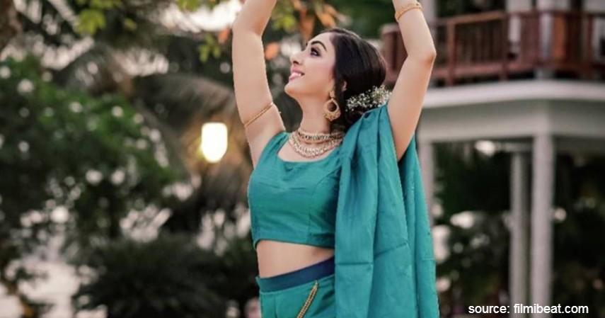 Malayalam Utthara Unni - Nitesh Nair - Deretan Artis yang Tunda Pesta Pernikahan Karena Corona