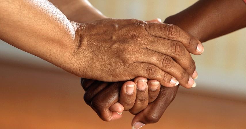 Membantu Sesama - Batal Pulang Kampung atau Mudik Pakai THR Buat 5 Hal Ini