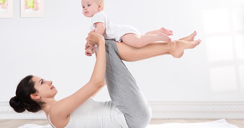 Reverse Baby Curl - Tips Berolahraga Bersama Si Kecil Agar Tetap Bugar Saat Puasa