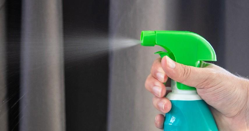 Semprot Eksterior dengan Disinfektan - 6 Tips Aman Mengendarai Mobil di Tengah Wabah Corona