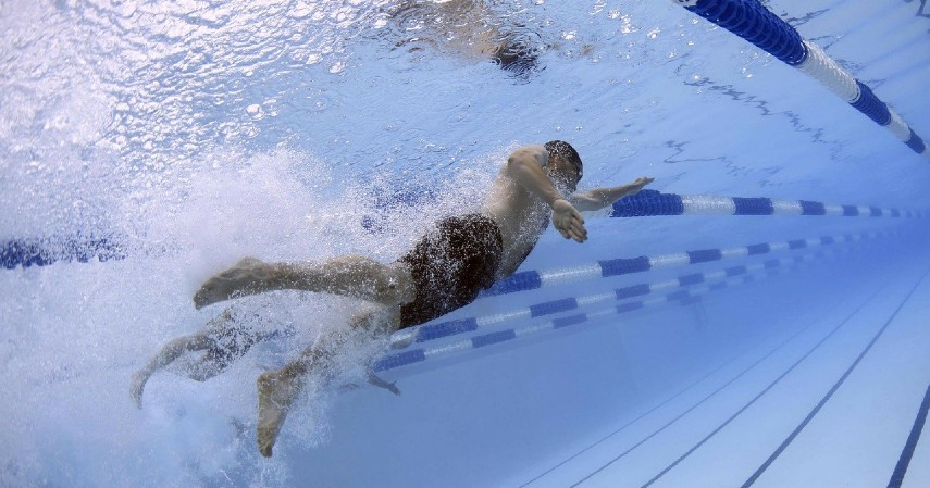 Berenang - Cek Mitos atau Fakta 5 Hal yang Membatalkan Puasa
