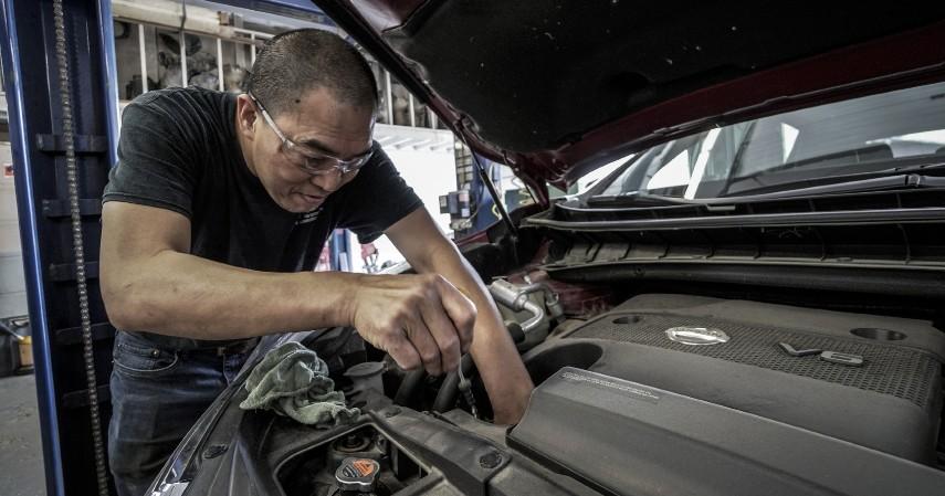 Lakukan servis rutin secara berkala - Tips Rawat Mobil Tua Buat Mudik Tambahin