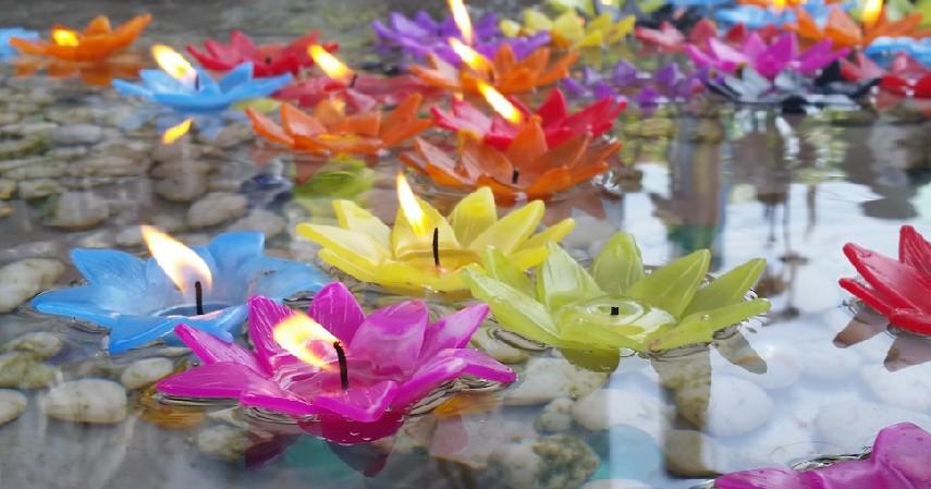 Lilin bermotif bunga lotus - Jualan 4 Barang Ini Saat Waisak Dijamin Untung