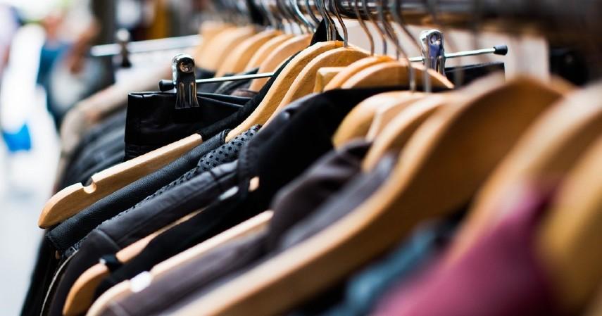 Membeli Baju Lebaran Keluarga - 8 Tips Mempersiapkan Lebaran di Rumah Ini Wajib Dilakukan