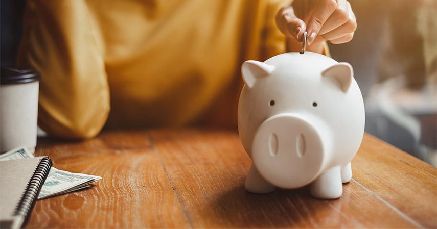 Tabung dan Sisihkan Uang - THR Jangan Dihabiskan ya Lakukan 5 Hal Ini Biar Tetap Hemat