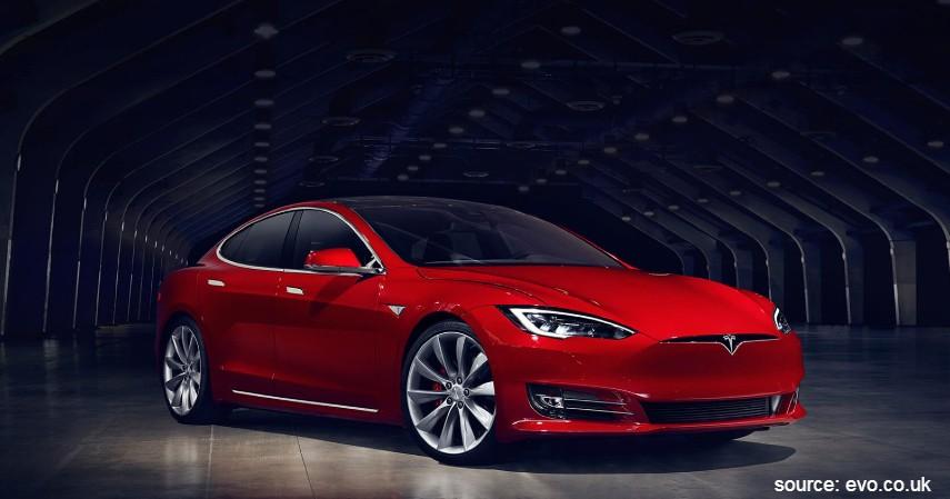 Tesla Model S P100D - 5 Mobil Listrik Terbaik di Dunia dengan Performa Juara
