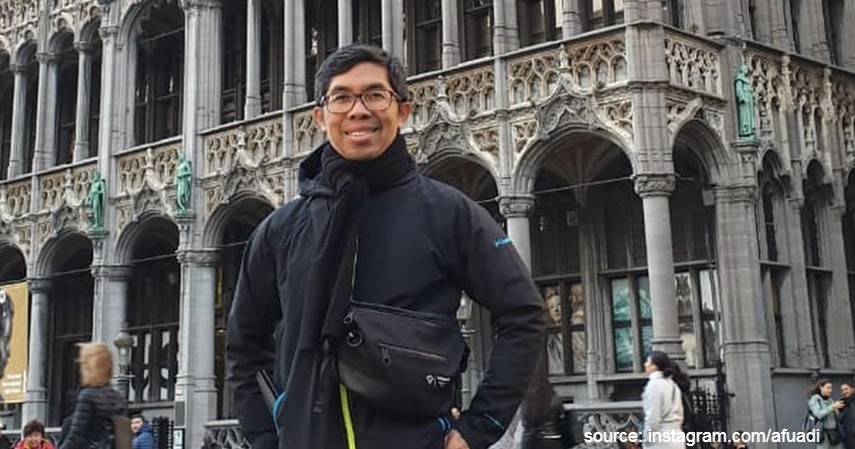 Ahmad Fuadi - 10 Penulis Terkenal di Indonesia yang Bukunya Sering Best Seller