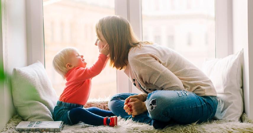 Ajarkan Cara Komunikasi yang Baik pada Anak - Tips Mendidik Anak yang Benar Sesuai Fase Pertumbuhannya