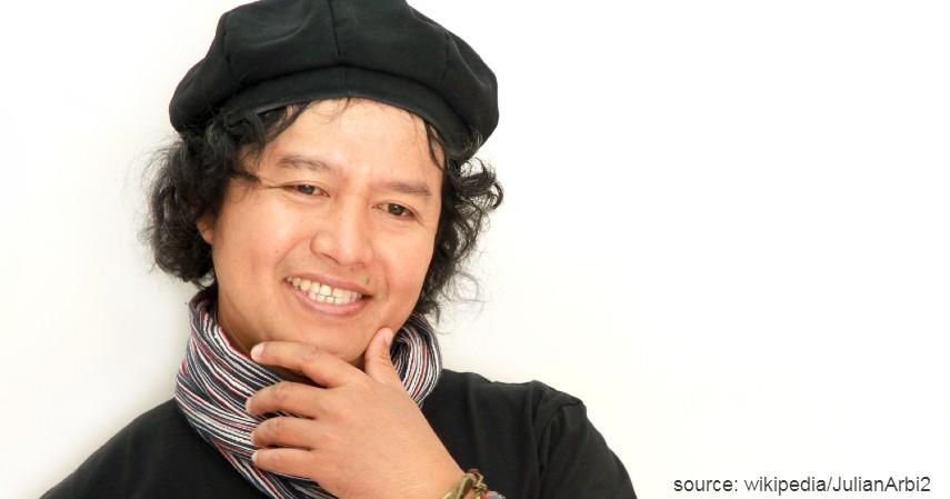 Andrea Hirata - 10 Penulis Terkenal di Indonesia yang Bukunya Sering Best Seller