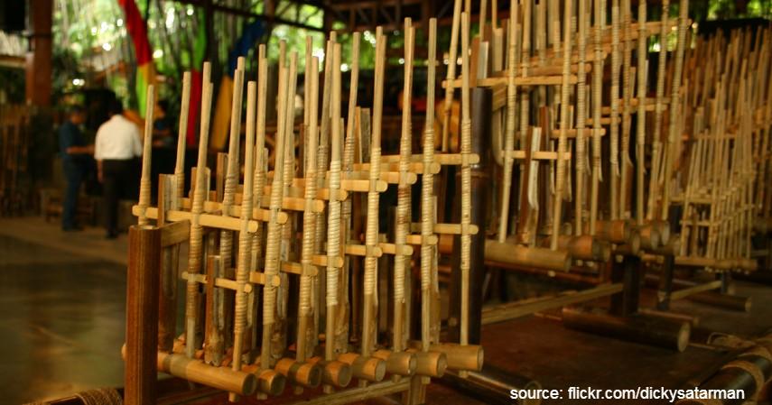 Angklung - 9 Kesenian Tradisional Khas Jawa Barat yang Paling Terkenal