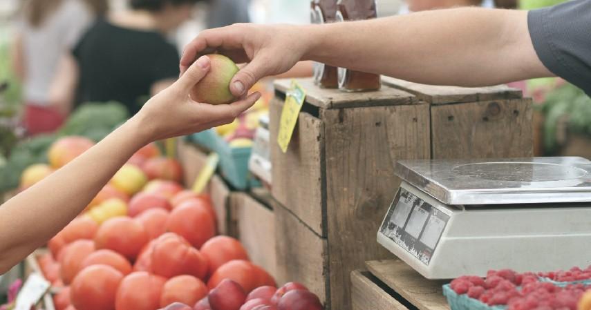 Berpikir sebelum membeli - 7 Tips Mengurangi Sampah Plastik di Kehidupan Sehari-hari
