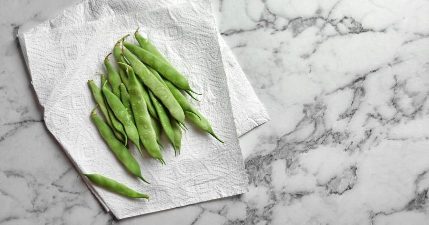 Bungkus sayur hijau dengan paper towel