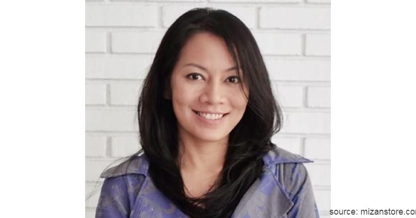 Dewi Lestari - 10 Penulis Terkenal di Indonesia yang Bukunya Sering Best Seller