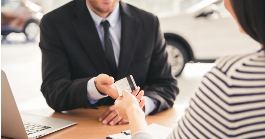 Keuntungan membeli mobi dengan kredit