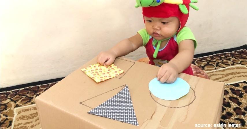 Mencocokan Bentuk Pakai Karton Warna - Ide Permainan Montessori Agar Anak Tidak Bosan di Rumah