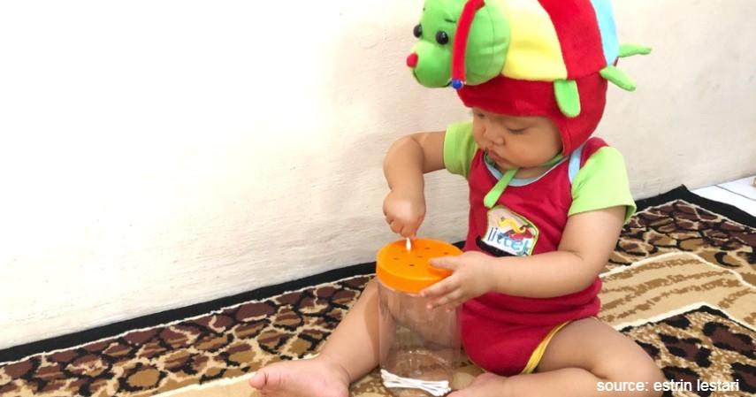 Sortir Bentuk Mainan Benda Pakai Toples - Ide Permainan Montessori Agar Anak Tidak Bosan di Rumah