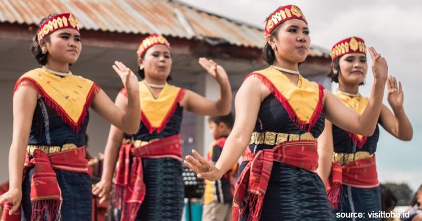 Tari Tor-tor - 9 Kesenian Tradisional Khas Sumatera Utara dari Alat Musik hingga Tarian