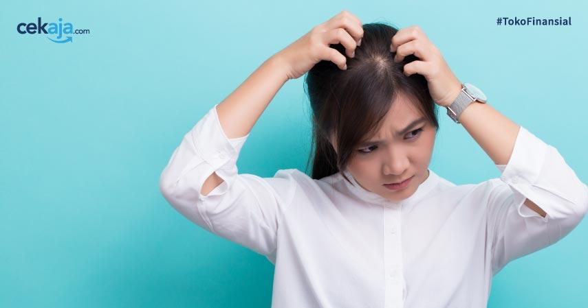 8 Cara Menghilangkan Ketombe agar Kepala Bebas Gatal dan Gak Ganggu Penampilan