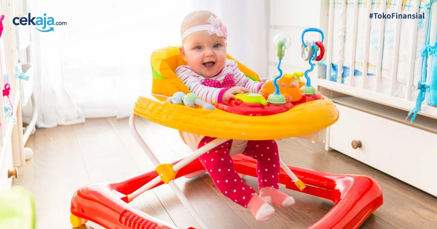 7 Bahaya Baby Walker, Menghambat Pertumbuhan Hingga Bikin Cedera Serius!
