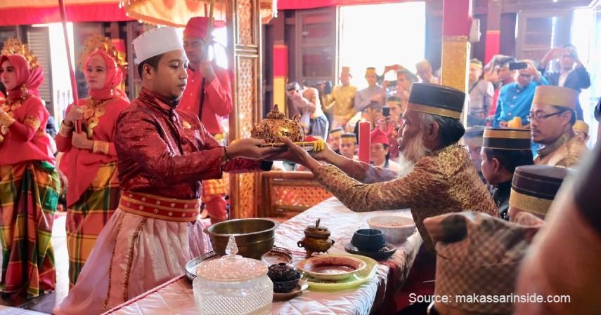 Accera Kalompoang - 11 Kesenian Tradisional Sulawesi Selatan yang Membanggakan, Patut Dilestarikan!.jpg