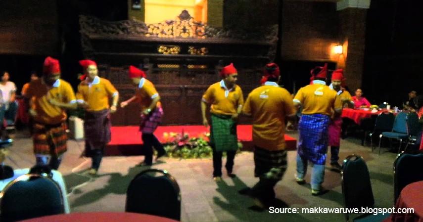 Tari Gandrang Bulo - 11 Kesenian Tradisional Sulawesi Selatan yang Membanggakan, Patut Dilestarikan!.jpg