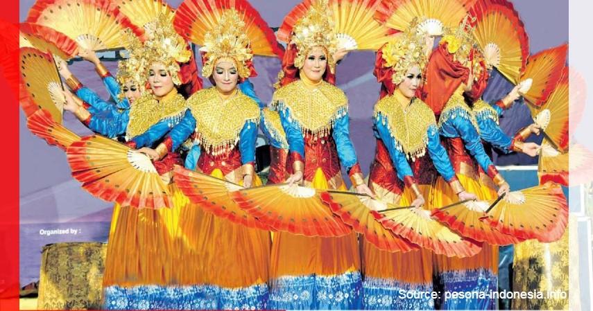 Tari Kipas Pakarena - 11 Kesenian Tradisional Sulawesi Selatan yang Membanggakan, Patut Dilestarikan!.jpg