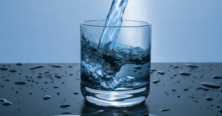 Air Putih - Cara Mengobati Asam Urat Secara Alami