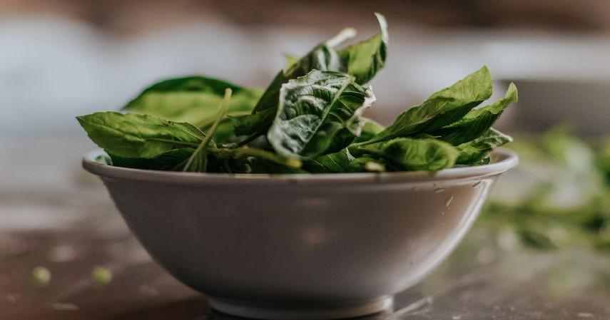 Bayam - 12 Makanan untuk Membakar Lemak Bantu Turunkan Berat Badan