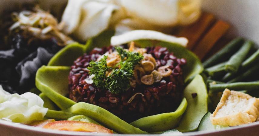 Beras Merah - 12 Makanan untuk Membakar Lemak Bantu Turunkan Berat Badan
