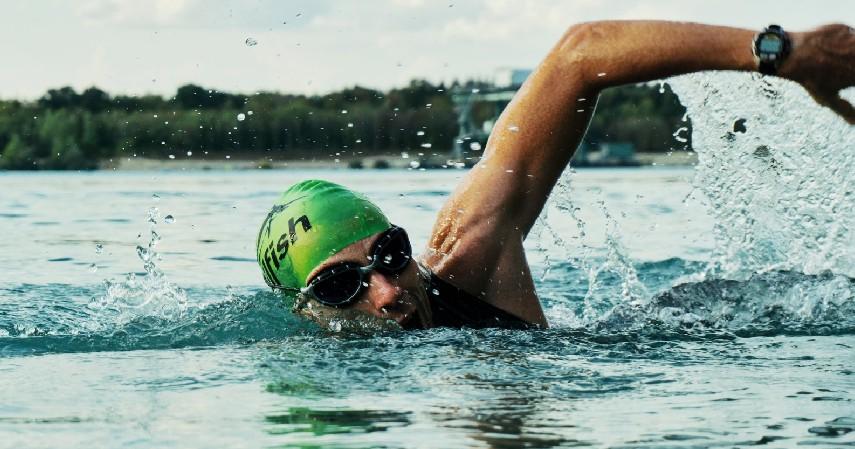 Berenang - 12 Cara Mengecilkan Paha dan Betis yang Mudah dan Menyehatkan