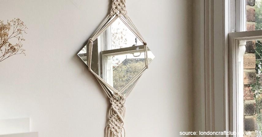 Cermin hias makrame ethnic - 8 Cermin Hias Ruang Tamu yang Estetik Bikin Ruangan Ini Tampak Menawan
