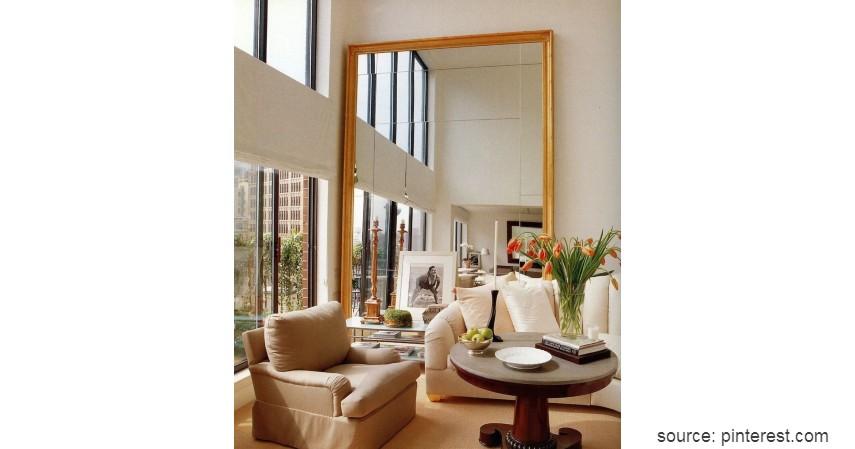 Cermin minimalis penuh - 8 Cermin Hias Ruang Tamu yang Estetik Bikin Ruangan Ini Tampak Menawan