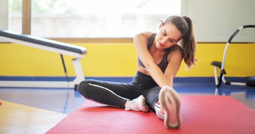 Gerakan Tangan Menggunting - 18 Cara Mengecilkan Lengan Berlemak Paling Efektif