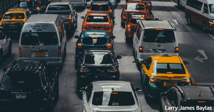 Jaga Jarak Aman dengan Kendaraan Lain