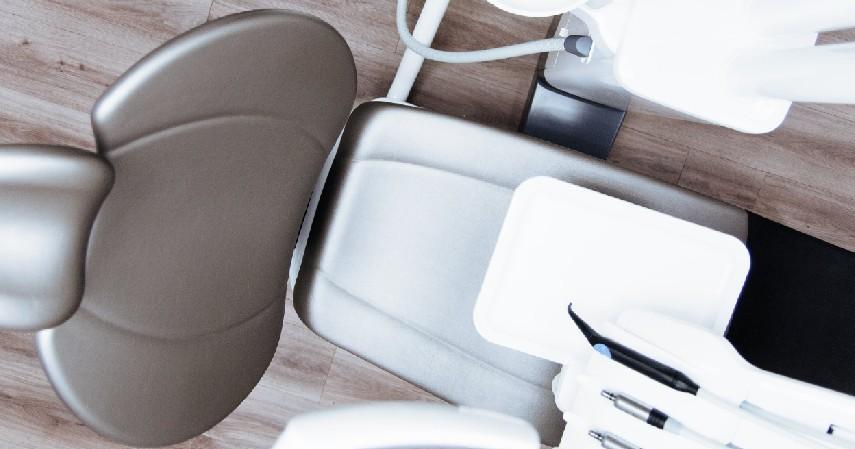 Jarang Memeriksakan Gigi ke Dokter - 6 Penyebab Karang Gigi Beserta Bahayanya Bagi Kesehatan