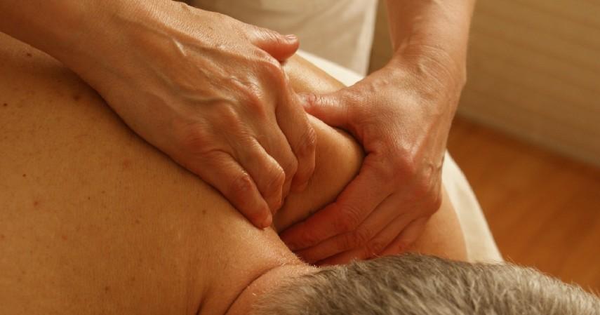 Lakukan Pijatan Relaksasi - Kenali Jenis Sakit Kepala Berdasarkan Penyebab dan Cara Mengobati