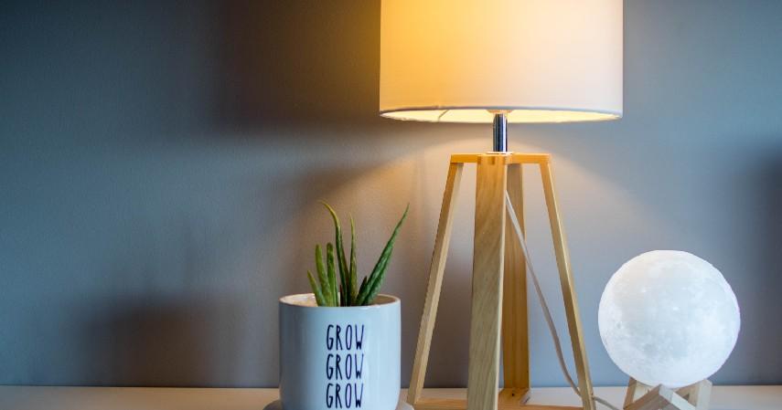 Lampu Meja Hias - 15 Kerajinan dari Kayu Paling Kreatif Unik dan Estetik