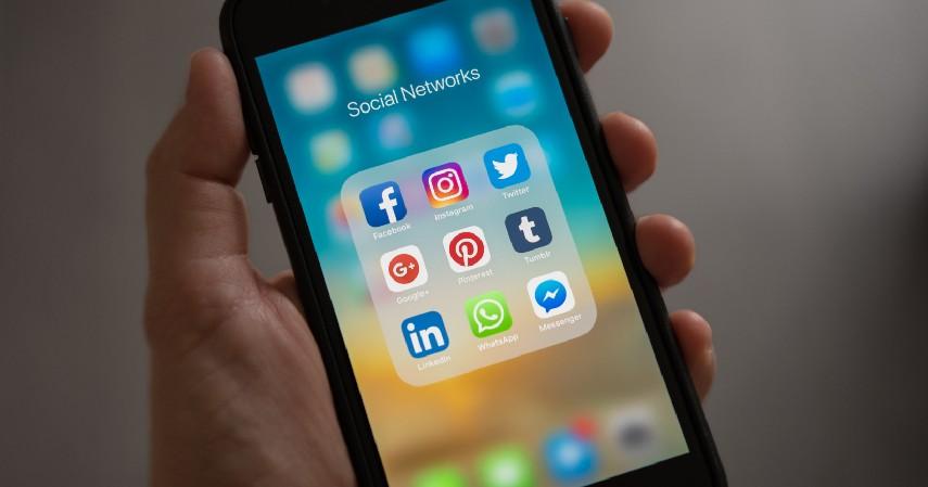 Memanfaatkan media sosial - 9 Cara Mengembangkan Bisnis Online yang Wajib Dilakukan Pebisnis