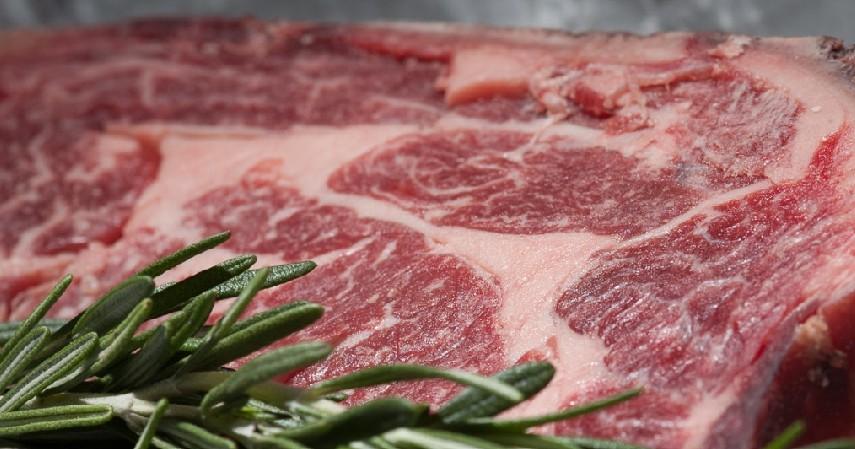Periksa Lemak pada Daging - Ciri-ciri Daging Sapi Segar yang Aman untuk Dikonsumsi