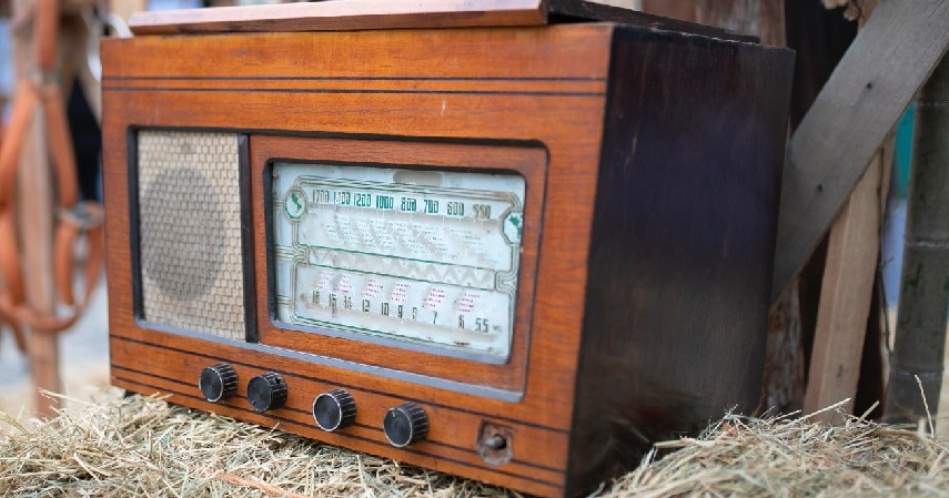 Radio Jadul - 15 Kerajinan dari Kayu Paling Kreatif Unik dan Estetik