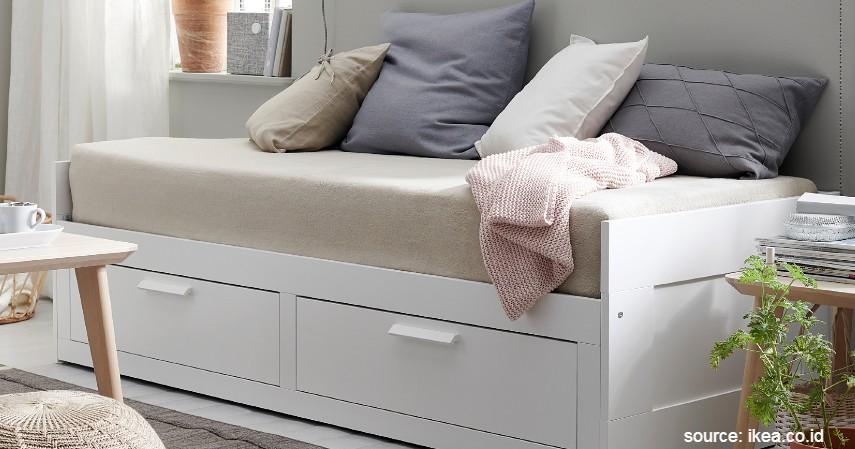Sofa Dipan - 15 Ide Sofa Ruang Tamu Sempit yang Harganya Gak Bikin Mengernyit