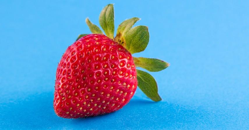 Stroberi - 7 Cara Memutihkan Gigi Secara Alami Gak Pake Mahal