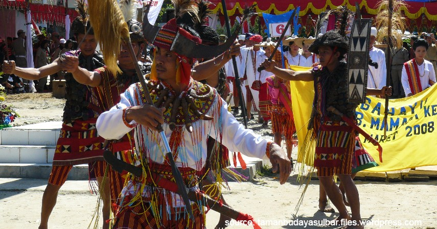 Tari Bulu Londong - 11 Kesenian Tradisional Sulawesi Barat