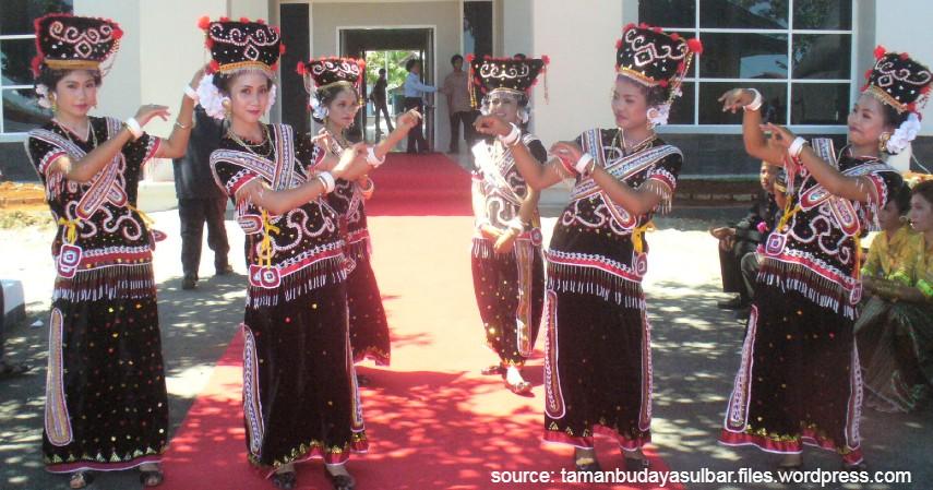 Tari Ma bundu - 11 Kesenian Tradisional Sulawesi Barat