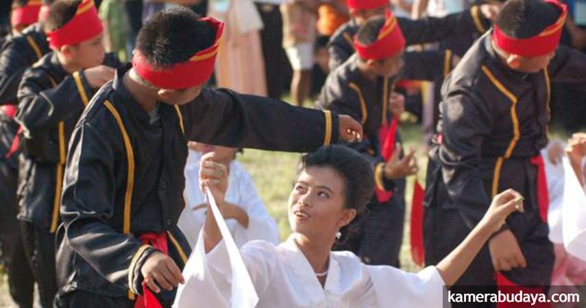 Tari Mahambak Batik - Kesenian Tradisional Sulawesi Utara