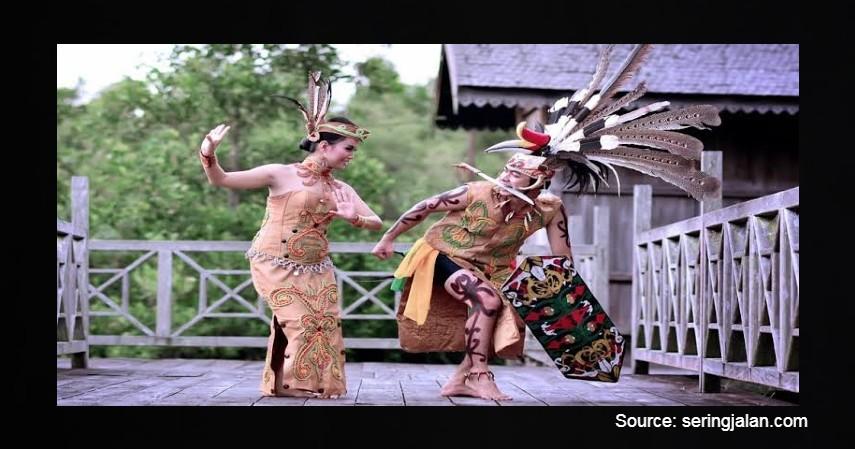 Tari Mandau - 12 Kesenian Tradisional Kalimantan Tengah Terlengkap