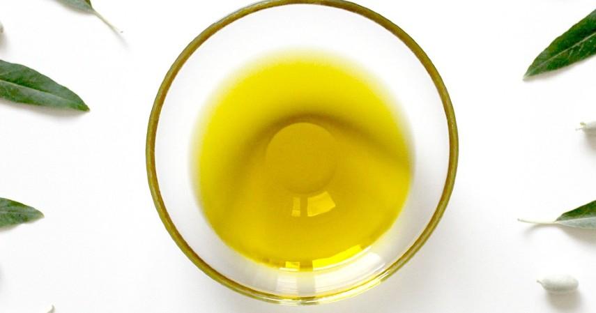 Tea Tree Oil dan Minyak Zaitun - 7 Obat Bisul Alami dari Bawang Merah hingga Bubuk Kunyit