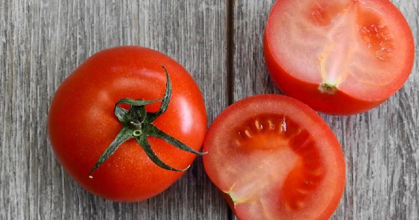 Tomat - 11 Cara Memutihkan Wajah Secara Alami Aman dan Murah