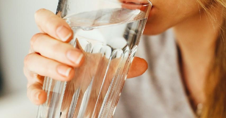 Berkumur dengan Air - Ini Cara Menghilangkan Cegukan yang Terbukti Efektivitasnya