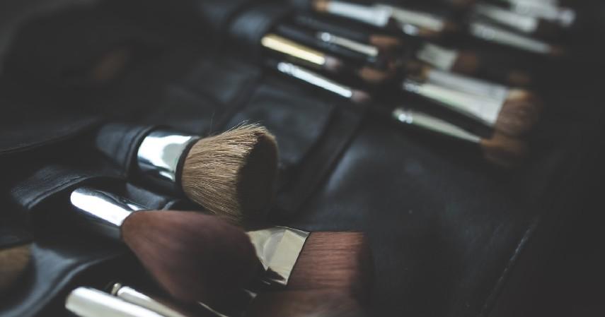 Bisnis Jasa Make-up - 8 Ide Bisnis Hari Kemerdekaan Modal Rp1 Jutaan